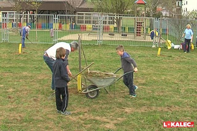 Leta 2012 smo zasadili jablane. Aktivno so sodelovali tudi učenci O.Š. Selnica ob Dravi
